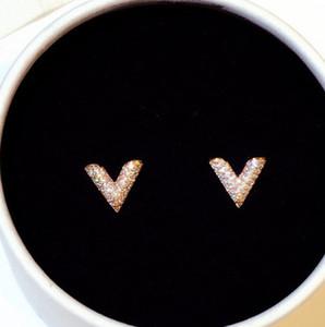 Super brillo nuevo Hot Ins Fashion Designer de lujo Diamantes Zircon Letra V Pequeños Pendientes de Stud para Mujer Girls Gold Silver