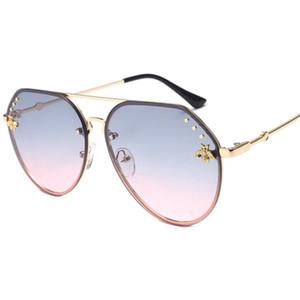 Модные женские темпераментные лягушачьи зеркала Солнцезащитные очки Bee Солнцезащитные очки Очки Анти-УФ очки Очки большого размера Солнцезащитные очки GUN A ++