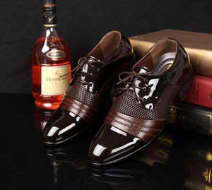 QWEDF Quatre saisons Qualité hommes pointe Casual Chaussures en cuir verni chaussures de mariage en cuir noir souple noir Robe homme D8-69