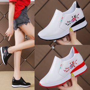 Zapatos de las mujeres ocasionales del slip de primavera y verano en los holgazanes flor de colores mezclados ahueca hacia fuera el aumento de la altura interna blanca zapatillas de deporte 35-40