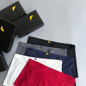 2020 diseñador de la ropa de los hombres del estilo clásico de la marca de moda de lujo de alta calidad Smooth Fit no apretado cómodo sin Curling 4pcs boxeadores Nueva