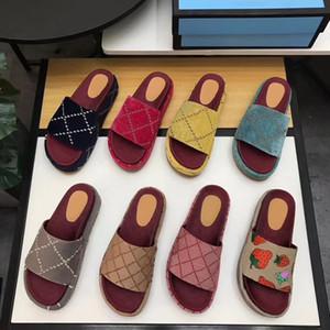 2020 Tasarımcı Sandalet Kadınlar Platformu Terlik geniş kayış Slayt Dişli Bottoms Kaymaz Terlikler Yaz Plaj Terlik Outdoor tuval