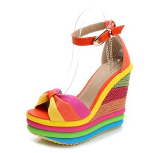 Женские сандалии с соломенным клином выполнены из бисквита и соответствующего цвета, новой лето высокой пятки и рыбьего носок обуви гладиаторов