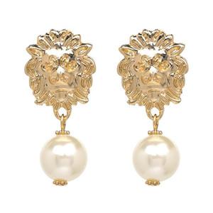 Gioielli Dichiarazione del nuovo di disegno del metallo dell'oro della testa del leone di modo degli orecchini di goccia della perla simulato ciondola gli orecchini per le donne Accessori
