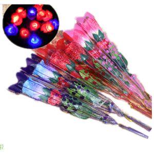 Sıcak satış sevgililer Günü Light Up Yanıp Sönen LED Gül Çiçek Parlayan Aydınlatmak simülasyon Çift Tatlı hediye için gül C5746