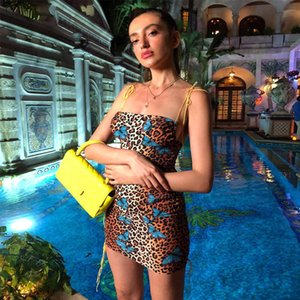 2019 Estate Donna Moda Leopard Print Backless Dress Sexy Women Slash Neck senza spalline Party Streetwear Mini Dress