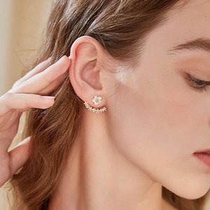 6 pair European and American fashion Small daisies Flowers Stud Earrings Female simple elegant earring jewelry 3 color R-60