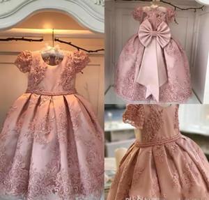 Abiti da ragazza di fiore di sfera lussuosi Abiti da cerimonia per bambini. 2019 Blush Pink Pearls Bow Floor Length Jewel Kids Formal Wear