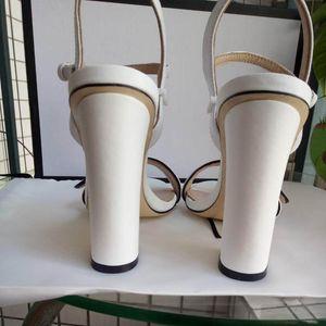 2019 Nouveau Style De Mode Femmes Talons Plat En Dentelle Espadrilles Chaussures En Cuir Sandales Décontractées En Caoutchouc Impression BB Pantoufles Flip Flop 35-42