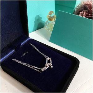 Edelstahl Herzförmige Halskette T Halskette kurze weibliche Schmuck Gold Titan-Herz Halskette Anhänger für Frauen mit Kasten mit Stempel