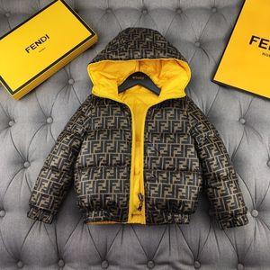 veste pour les enfants Observe les manteau d'hiver chaud Outwear à capuche Manteau de duvet intérieur et à l'extérieur Le port de la veste à la mode