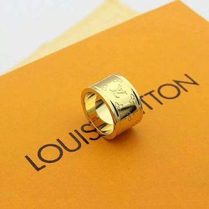핫 부티크는 고급스러운 품질 최고 품질 316L 티타늄 강철 손톱 반지는 여자와 남자 반지 브랜드 보석을위한 연인 밴드 반지 크기 펑크