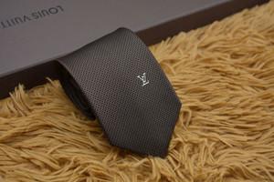 Nuevos estilos Moda Hombre Corbatas Corbata de seda Corbatas para hombre Boda hecha a mano Carta Corbata Italia 11 Estilo Corbatas de negocios Raya 001
