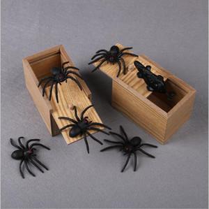 Hilarante de la novedad de la caja de miedo araña broma Scarybox de madera de color Broma de la mordaza del juguete Sin palabra al azar