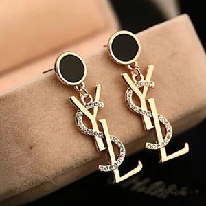 Camadas venda quente Brincos Letters Dangle Black Drop Branco Brinco Studs da orelha para mulheres Wedding Party Jewelr