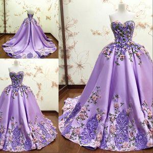Vestido de fiesta de lujo luz púrpura del vestido de bola de los vestidos de quinceañera Apliques 3D-florales de encaje de flores formal Prom Vestidos novia sin mangas larga
