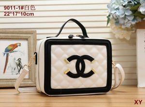 Kostenloser Versand! Neue echtes Leder-Art- und Weiseketten-Schulter-Beutel-Handtaschen-presbyopische Minibrieftaschen-beweglicher Kartenhalter-Geldbeutel M61276backpack