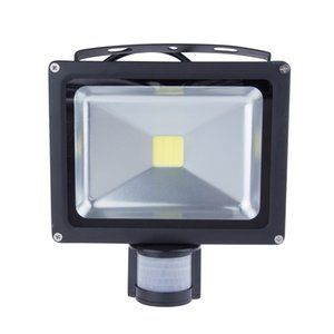 Nuevo disign único 20W PIR Cuerpo infrarrojo Sensor de movimiento LED Luz de inundación Proyector reflector AC 100-245V IP65 Impermeable Paisaje al aire libre Bul