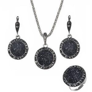 Harz Halsketten Ohrringe Ring Sets 3PCS für Frauen-Weinlese Boho Runde Gravel Vintage Braut Hochzeit Schwarz Naturstein Schmuck Accessoires