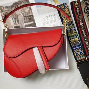 2020 유명한 여자 핸드백 새로운 편지 어깨에 매는 가방 높은 품질의 정품 가죽 메신저 가방 안장 가방