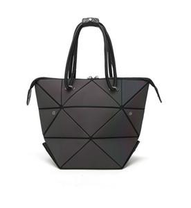 Bolso luminoso Diseñador Mujeres Geometría Totalizador de diamantes Bolsas de hombro acolchadas Láser Bolsos plegables simples Holograma