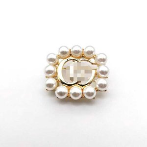 Wholesale Crystal Pearl Letters Badge Brooch Multocolor Crystal Letters Corsage Scarf Clips Women Suit Lapel Pins Accessories Jewelry