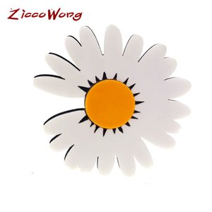 ZiccoWong New Acrylic Dasiy Brooch Pin For Women Girl Charming Lovely White Flower Weddings Brooches Pins Party Banquet Gift