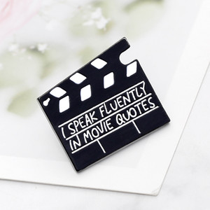 Set cinematografico Assicella Spille per le donne parlo fluentemente in Movie Quotes Spillette Denim Giacche Collare Badge Slate Consiglio Icona