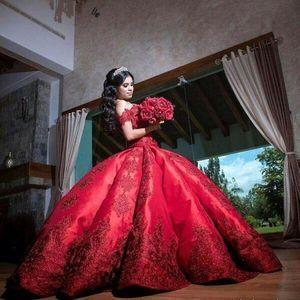 Robe de mariée de robe de boules de satin rouge 2020 érafi en dentelle dentelle appliquée longue froncée robes de mariée de mariée bouffante
