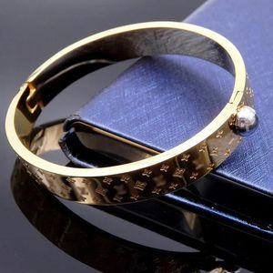 Bestseller Titan Stahlarmband Großhandel Stil v-Buchstaben-Marke oval Gold-Armband für Frauen Pulseira Liebe Armband Top-Qualität