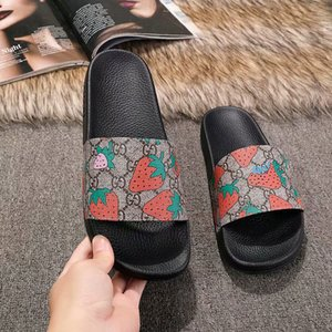 Luxury Designer Mens Womens Summer Sandali Beach Slide Pantofole di lusso Ladies Designer Shoes Leather Print Strawberry pattern 35-45 Con scatola
