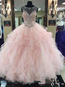 무도회 공 가운 목 Tulle 통해 볼 빛 핑크 Quinceanera 드레스 2019 보석 목 프릴 티어드 스커트 크리스탈 저녁 의상 가운