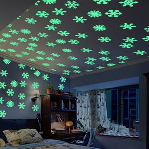 Decoraciones del Año Nuevo del copo de nieve para el hogar luminoso etiqueta de la pared de la habitación del niño copos de nieve brillan en la oscuridad de la etiqueta de invierno