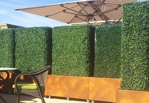 Uland 50x50cm Außen Artificial Boxwood Hedge Privacy Fence UVbeweis Blatt Dekoration für Garten-Hochzeit Balkon Schaufenster Startseite