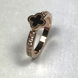 Anneaux de mode trèfle à quatre feuilles Marque femmes bagues avec cristal délicat Titanium Ring en acier pour dames de haute qualité bijoux