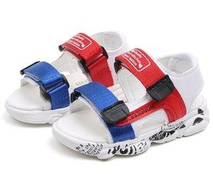 Designer do bebê caçoa sandálias para a criança Meninas da praia Sapatas de bebê suave inferior Estudo oco Out sapatos de caminhada antiderrapante Prewalker Sapatos 21-25 #