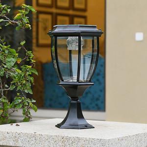 Puissance solaire LED Black Post Lights Paysagiste Lumières de jardin Lumières Porte-piliers LED Lampe de poteau d'or extérieur pour Villa Deck Park Yark