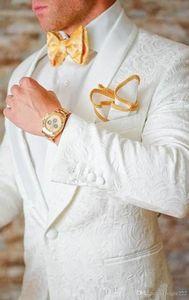 Yeni Klasik Tasarım Beyaz Paisley Damat Smokin Groomsmen Şal Yaka Best Man Suit Düğün erkek Blazer Suits (Ceket + Pantolon + Papyon) 68