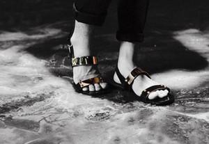 Heißer Verkauf- Anti-Rutsch-Strand Flache Sandalen Tide Lässige Lederschuhe Mann Gladiator Sandalen EU38-EU46