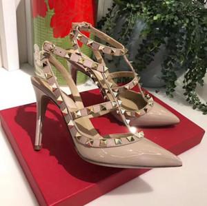 Designer de dedo apontado 2-Strap com Studs saltos altos de couro de patente rebites Sandals Mulheres Studded Strappy Dress Shoes valentine sapatos de salto alto