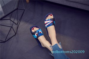 Factory outlet mens fashion 2019 causal rubber women designer slippers shark camou slide sandals male summer outdoor beach flat flip r09