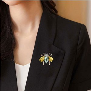Crystal Rhinestone Paved Enamel Alloy Bee Brooch 32*37mm Gold Tone Plated Drip Oil Women Garment Ornament Brooches Clip Pin 3pcs