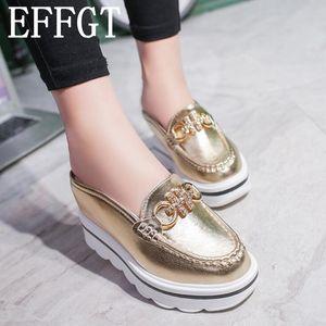 EFFGT 2018 kadın katırlar ayakkabı sandalet Rhinestone zincirler metal toka tasarım terlik Baotou Platformu ayakkabı Takozlar terlik H441
