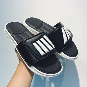 2020 Hot Sale Men Casual Beach Shoes Black White Men Travel Slippers Fashion Beach Slippers Mens Comfortable Bathroom Slippers