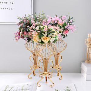 Puntales de bodas de oro galvanoplastia Hierro forjado flor del hueco de soporte Adornos Seda Decoración de la boda Tabla Flor de flores de la carretera principal