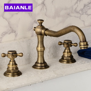 Deck Mounted Basin Faucet Three Holes Double Handles Widespread Bathroom Sink Faucet Antique Brass Finished Wash Basin Mixer Tap