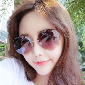 Полигональные модные солнцезащитные очки женские новые пляжные горячие продажи саксофон крутые очки без оправы трансграничные очки продажи