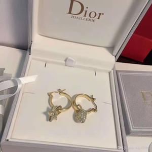 di lusso pieno di modo personalizzato orecchini di diamanti amore europei e americani in ottone nuovo importati pin orecchini in argento placcato in oro