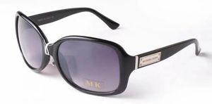 2019 Gafas de sol de diseñador Gafas al aire libre Marco de la PC Fashion Fashion Lady Classic Lujosas gafas de sol de lujo para las mujeres 2745