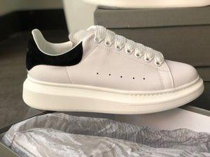 2020 únicos sapatos de grife Casual Low Trainers planas Womens Reflective NEW Mens Platform Branco Sneakers Couro Real Suede Raised